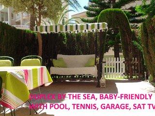 2ª LINEA: Duplex equipado para BEBÉS, en urba con piscina, wifi, garage, aire ac