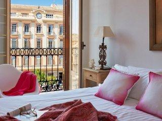 Deluxe apartment with balcony - Plaza de la Constitucion - Lodgingmalaga