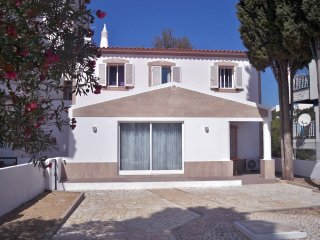 Small T3 house, Albufeira Old Town, great location!