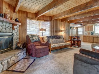 Dog-friendly mountain getaway with great location 1 block from ski shuttles
