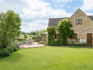 Kingfisher Cottage, Sleeps 10, Walks on Doorstep