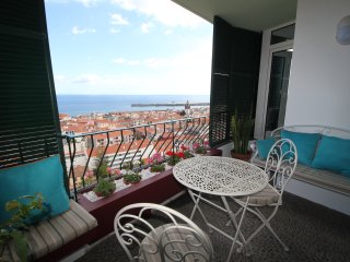 Fully renovated apartment, Centre of Funchal AMAZING view