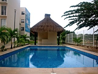 TWO BEDROOM CONDO 10 MIN FROM THE BEACH