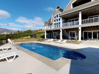 Luxury home in wine country w/ private pool, hot tub, and gourmet style kitchen!