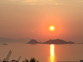 The most breathtaking sunset and unobscured sea and islands view, private pool.