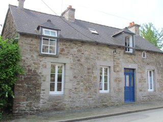 Beautiful Stone Cottage In Village Location Close To Amenities And Attractions