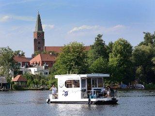 Havel Cruiser - Hausbootfloss-Abenteuer mit Stil - fuhrerscheinfrei!