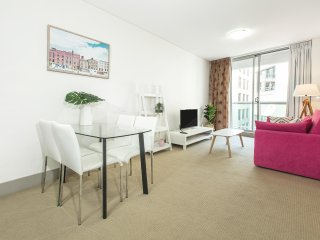CBD - Darling Harbour Premium 2 Bed Apt & Location