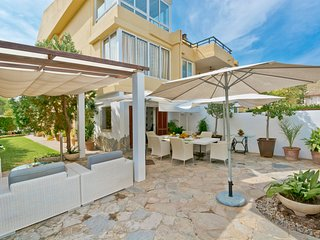 Immaculate Ground Floor with charming private garden and Patio