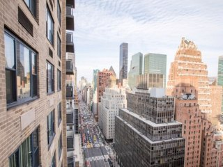 25D-E 40TH STREET-LUXURY 2BR-BALCONY-POOL