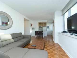 20F-VIEWS OF MANHATTAN-2BR-2BA APT WITH GYM-AIRCON