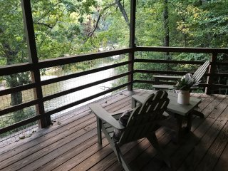 Charming Cabin on the River (great location between Burnsvile and Spruce Pine)