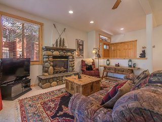 Tahoe Donner Cute and Cozy Mountain Condo Summer lease available!!