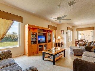 Stunning Large 5 Bedroom Pool Home in Hampton Lakes