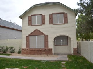 3B/2.5B Home In Gorgeous and Quiet Tempe Community Close to Park