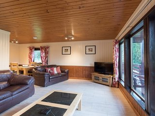 Primrose Lodge 2 with Hot Tub