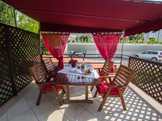 Cozy ap for 4 person with big terrace and sea view 40 m from sea