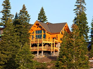 The Log House - 5250 sq. ft. of Awesome!
