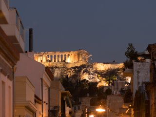 Under the gaze of the Acropolis