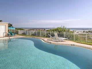 Jacksonville Beach Condo w/Oceanfront Balcony