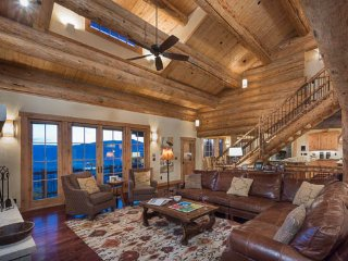 20% off Lifts –Luxury Log Home with Hot Tub, Elevator, Views (5BR)