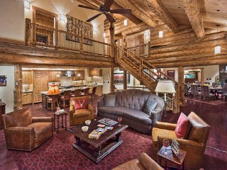 Custom Log Home with Views, Hot Tub and Elevator (4BR)