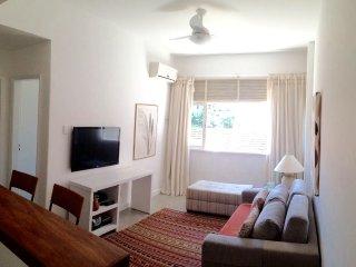Apartamento quarto e sala, por temporada, próximo a praia, com garagem.
