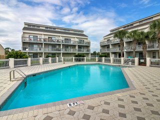 NEW! 2BR Panama City Beach Condo - Walk to Beach!