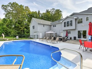 Superb Stroudsburg Home w/ Seasonal Pool & Deck!