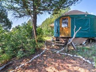 NEW! Scenic 3BR 'Hawk Hill Retreat House' w/ Spa!