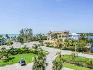 Stunning 5th Floor Bonita Beach Gulf View Condo, Sleeps 4, Free Beach Parking, F