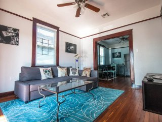 2 BR 1 BA Apartment off Oak Street