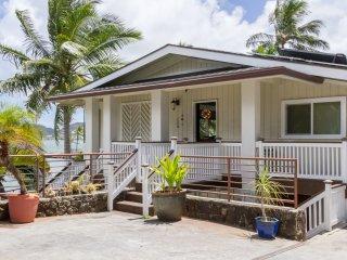 Sea Breeze Villa 3BD/ BAYFRONT/ JACUZZI/ AC