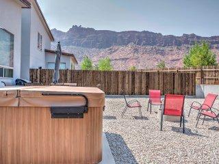 Moab Townhome w/Hot Tub & Mtn. Views- near Arches!