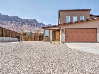 NEW! Modern 3BR Moab Townhome w/ Patio & Hot Tub!