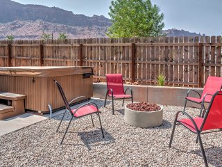 NEW! 3BR Moab Townhome w/Hot Tub-20 Mins to Arches