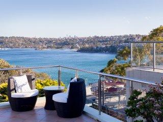 Ocean views, pool and luxury North-Shore  living