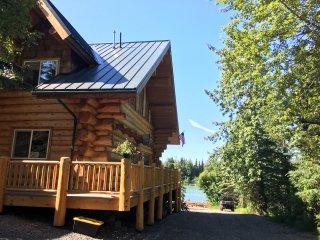 Kenai River Front Luxury Lodging - Cusack's on the Kenai Lodge  Alaska Log Cabin