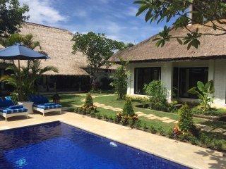 11 BDR Luxury Villa Estate, 5* Luxury, Walk to Beach