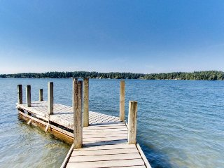 Lakefront cabin with huge deck, lake access, and beautiful views!