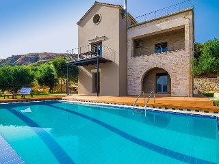 Villa with exclusive private beach & Private overflow pool with water jet