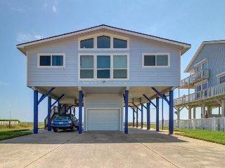 Classic oceanfront beach house w/ direct beach access & huge deck