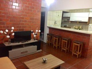Apartamento 3 quadras da Praia da Enseada - Casa Grande Hotel.