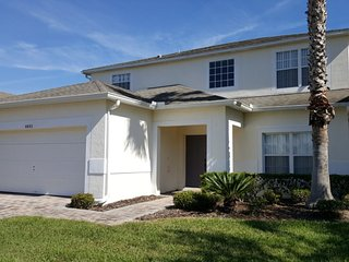 Spacious 5BR, 3.5BA Villa w/ 2 Living Areas