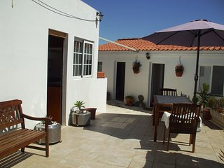 Sunny Terrace 1 Bedroom Apartment with garden