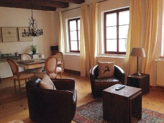 (2) Stylish apartment, historic centre, quiet