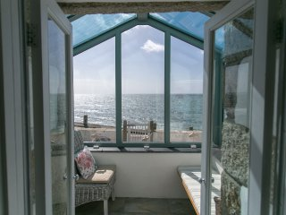 Hendy House, Porthleven - Fantastic seafront property