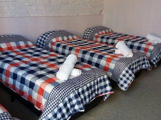 Miraflor- Habitación compartida de 5 camas, con baño compartido