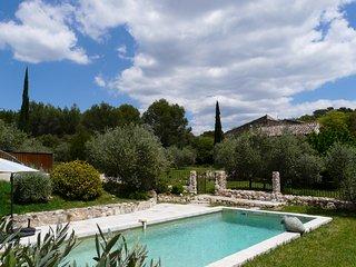 LS2-229 BAUMO, Ancienne Bastide Provençale avec Piscine à proximité du Luberon
