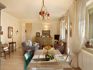 Charming apartment along the famous Viali a Mare (Seaside Avenues) in Viareggio